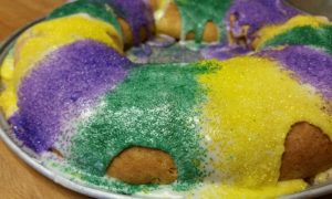 This recipe for an easy king cake hits the spot this Mardi Gras without taking forever.