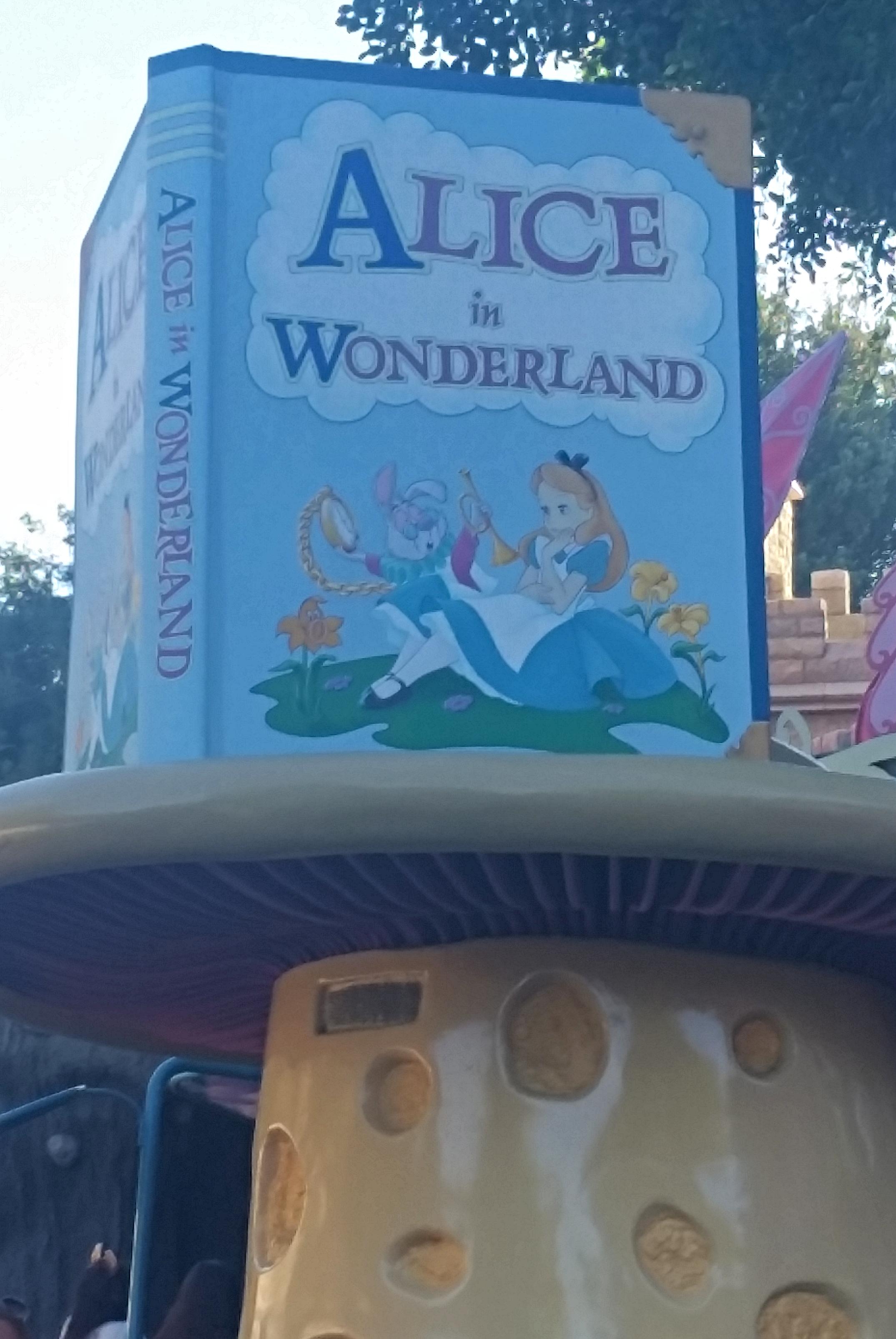 Disneyland vs. Disney World: When to Choose Disneyland